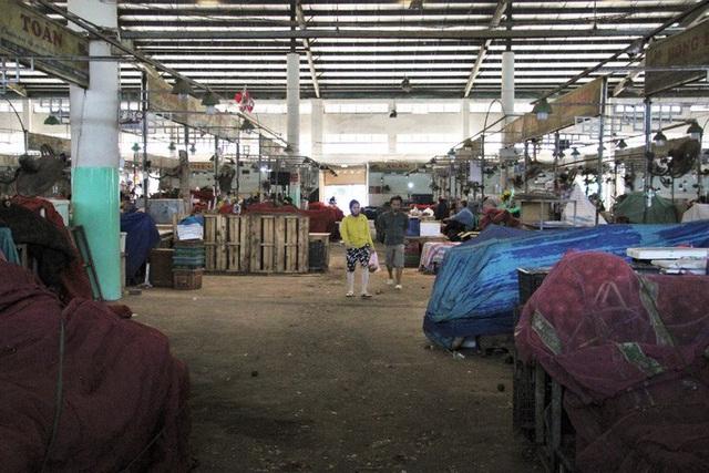 Chợ đầu mối lớn nhất Đà Nẵng đìu hiu trưa 30 Tết  - Ảnh 1.