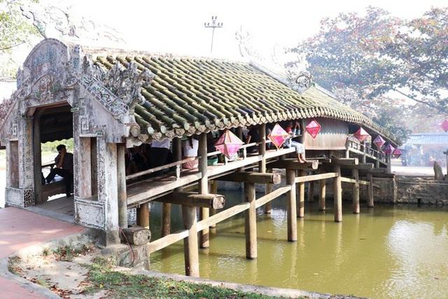 Tận mục 'trận địa pháo hoa tại di tích Cầu Ngói Thanh Toàn - Ảnh 2.