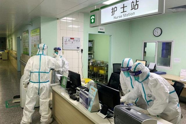 Phó thủ tướng: Kích hoạt trung tâm khẩn cấp của Bộ Y tế để đối phó virus corona, kiên quyết không để dịch lây lan - Ảnh 4.