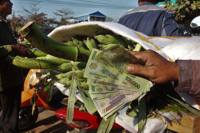 Cận cảnh chợ chuối mật mốc lớn nhất miền Trung ngày cận Tết - Ảnh 8.