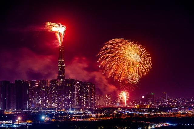 Rực rỡ, đặc sắc pháo hoa giao thừa chào đón năm mới  - Ảnh 3.