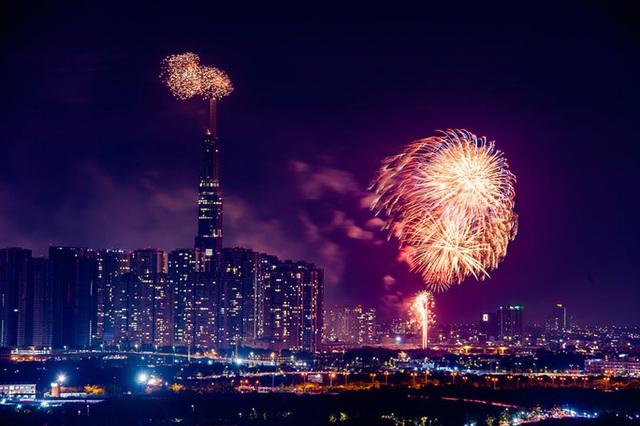 Rực rỡ, đặc sắc pháo hoa giao thừa chào đón năm mới  - Ảnh 6.