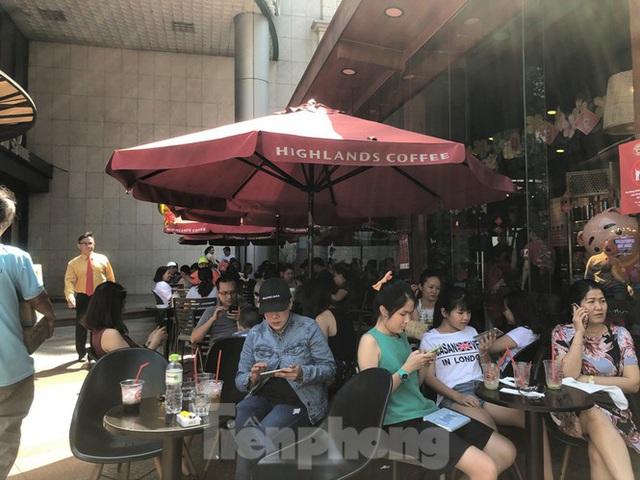 """Cà phê, quán ăn ở TPHCM """"nhảy giá"""" đuổi không hết khách - Ảnh 7."""