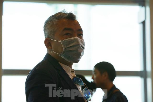 Hành khách tại sân bay Cần Thơ kín mít khẩu trang phòng chống virus Corona - Ảnh 11.