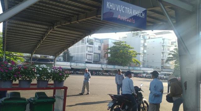 Bến xe Miền Đông vắng hoe, sân bay ken cứng người chiều mùng 5 Tết - Ảnh 1.