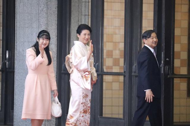 Hai nàng công chúa Nhật Bản gây chú ý với hai hình ảnh khác nhau một trời một vực: Người tỏa sáng rạng ngời, người ngày càng gây thất vọng - Ảnh 1.