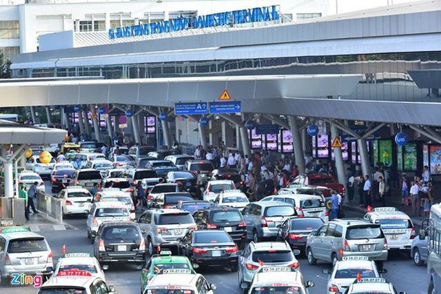 Bến xe Miền Đông vắng hoe, sân bay ken cứng người chiều mùng 5 Tết - Ảnh 3.