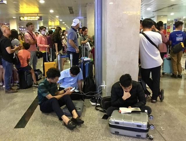 Bến xe Miền Đông vắng hoe, sân bay ken cứng người chiều mùng 5 Tết - Ảnh 4.