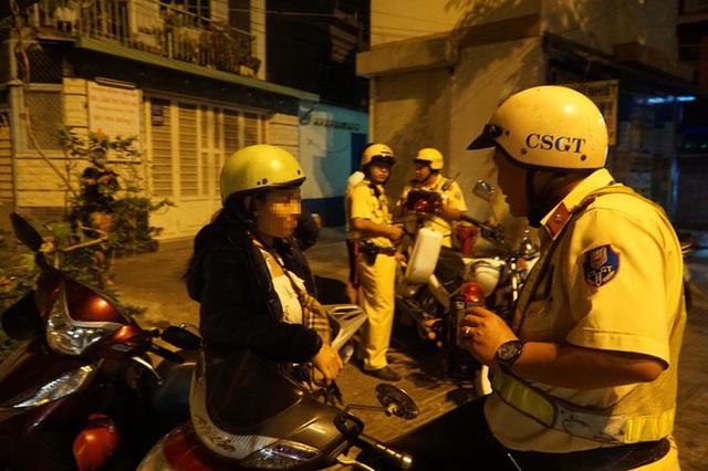 Dân nhậu ở Sài Gòn sốc với mức phạt nồng độ cồn mới - Ảnh 1.