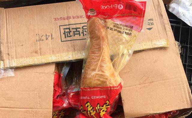 Rợn người món thịt gà tây đặc sản tràn ngập thị trường Tết - Ảnh 3.