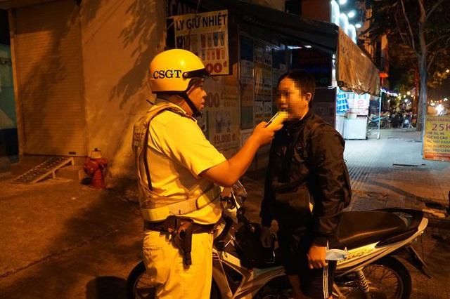Dân nhậu ở Sài Gòn sốc với mức phạt nồng độ cồn mới - Ảnh 4.