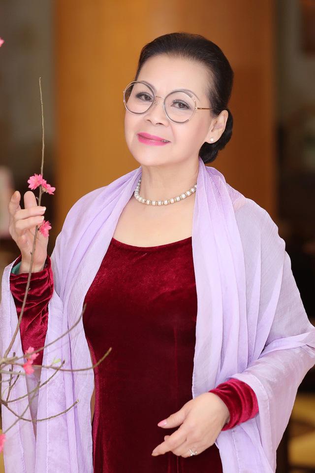 Danh ca Khánh Ly: Tôi chịu ơn đời và tôi chịu ơn anh khi nói về cố nhạc sĩ Trịnh Công Sơn - Ảnh 1.