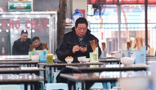 Tại sao thương mại điện tử bùng nổ nhưng người tiêu dùng Việt Nam lại tiết kiệm nhất Đông Nam Á? - Ảnh 2.