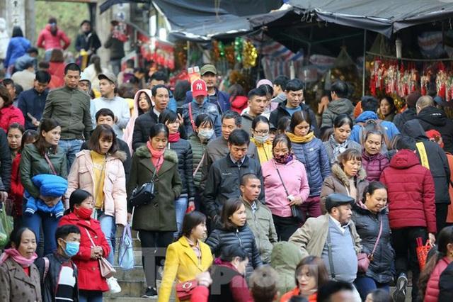 Biển người du xuân, vãn cảnh ngày khai hội chùa Hương - Ảnh 11.