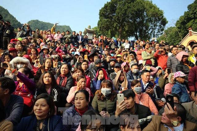 Biển người du xuân, vãn cảnh ngày khai hội chùa Hương - Ảnh 4.