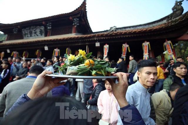 Biển người du xuân, vãn cảnh ngày khai hội chùa Hương - Ảnh 7.
