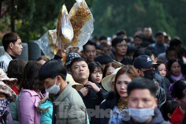 Biển người du xuân, vãn cảnh ngày khai hội chùa Hương - Ảnh 8.