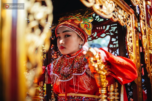 Hà Nội: Tướng bà 10 tuổi được rước bằng kiệu, bảo vệ nghiêm ngặt tránh bị bắt cóc - Ảnh 10.