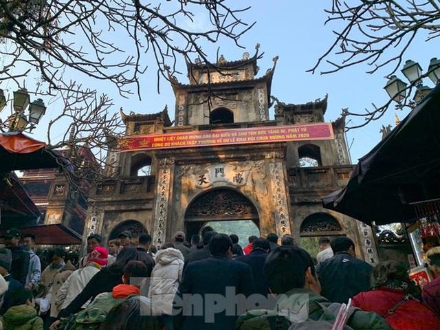 Biển người du xuân, vãn cảnh ngày khai hội chùa Hương - Ảnh 10.