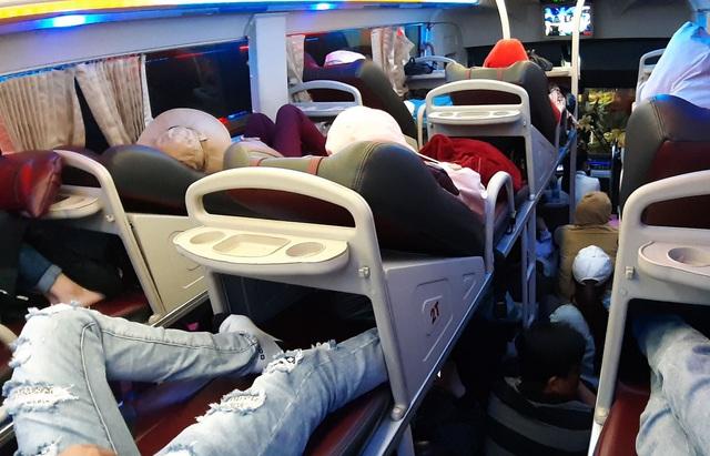 Giữa đại dịch corona, người Việt đang di chuyển bằng taxi, xe khách, bus hay grab cần làm gì để không nhiễm dịch bệnh? - Ảnh 3.
