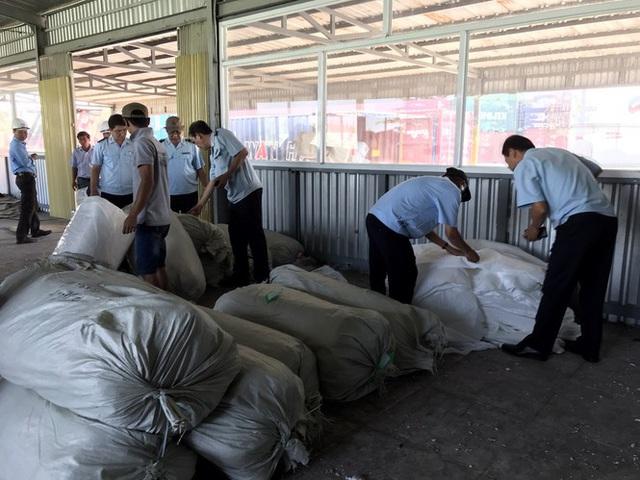 Ba container hàng Trung Quốc giả mạo nhãn mác Việt Nam để xuất sang Mỹ - Ảnh 1.