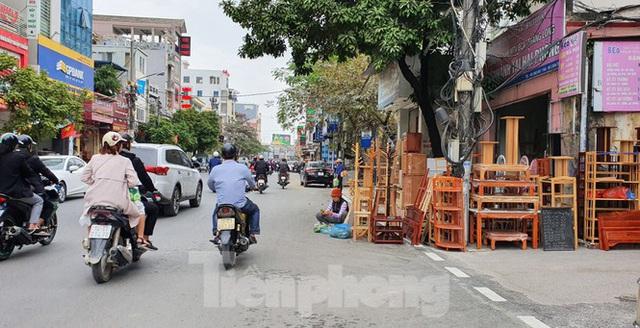 Hàng loạt Chủ tịch phường, quận của Hải Phòng bị phê bình vì vỉa hè bị lấn chiếm - Ảnh 1.