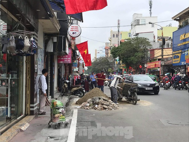 Hàng loạt Chủ tịch phường, quận của Hải Phòng bị phê bình vì vỉa hè bị lấn chiếm - Ảnh 2.