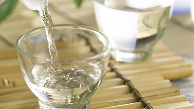 Chuyên gia chống độc: Say rượu chính là ngộ độc mức nhẹ, 5 cách phòng tránh ngộ độc rượu - Ảnh 1.