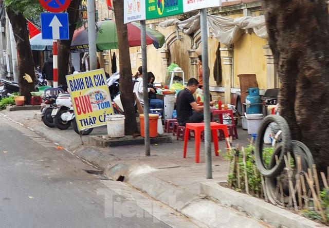 Hàng loạt Chủ tịch phường, quận của Hải Phòng bị phê bình vì vỉa hè bị lấn chiếm - Ảnh 3.