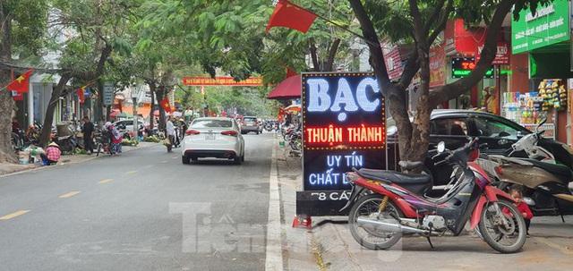 Hàng loạt Chủ tịch phường, quận của Hải Phòng bị phê bình vì vỉa hè bị lấn chiếm - Ảnh 4.