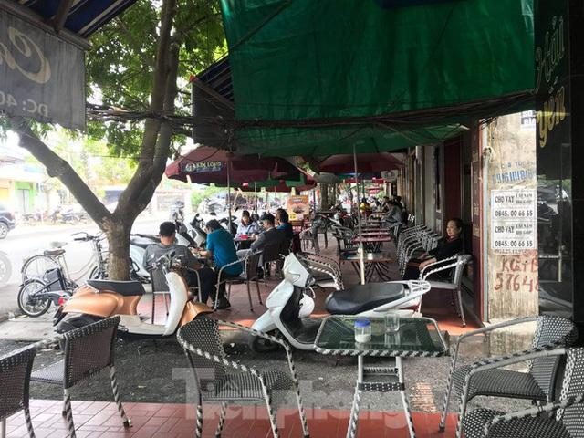 Hàng loạt Chủ tịch phường, quận của Hải Phòng bị phê bình vì vỉa hè bị lấn chiếm - Ảnh 7.