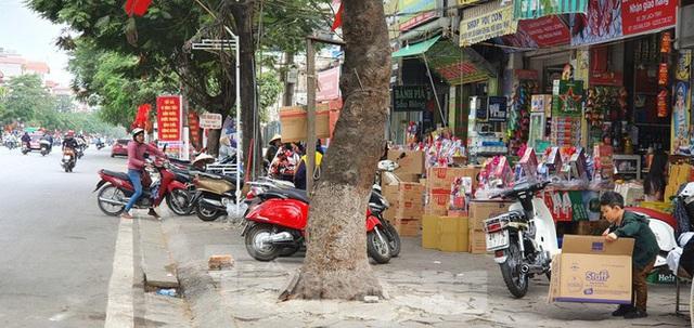 Hàng loạt Chủ tịch phường, quận của Hải Phòng bị phê bình vì vỉa hè bị lấn chiếm - Ảnh 8.