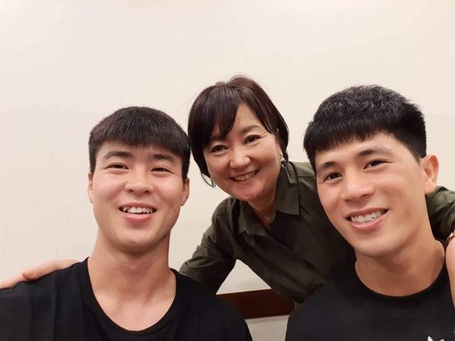 HLV Park Hang-seo kể lại kỷ niệm nhỏ, ý nghĩa lớn của vợ: Bà ấy sợ tôi không sang Việt Nam, đích thân lái xe chở tôi đến buổi đàm phán lịch sử - Ảnh 2.