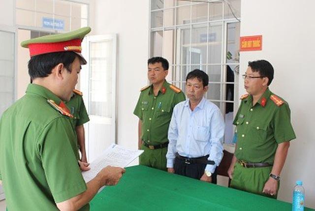 Cựu giám đốc Agribank ở Trà Vinh lấy 1 tỉ đồng tiền ký quỹ của khách để trả nợ - Ảnh 1.