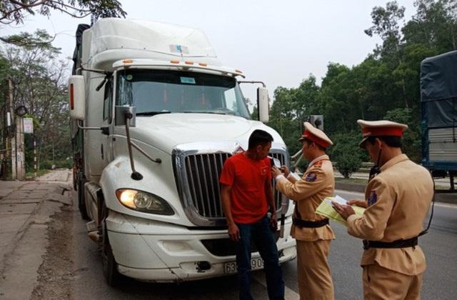 Kiểm tra 300 xe ôtô, CSGT Thanh Hóa không phát hiện tài xế nào uống rượu bia - Ảnh 1.