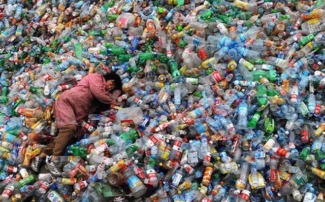 Nikkei Asian Review: Người tiêu dùng châu Á phải đi đầu trong việc nói không với bao bì nhựa - Ảnh 1.