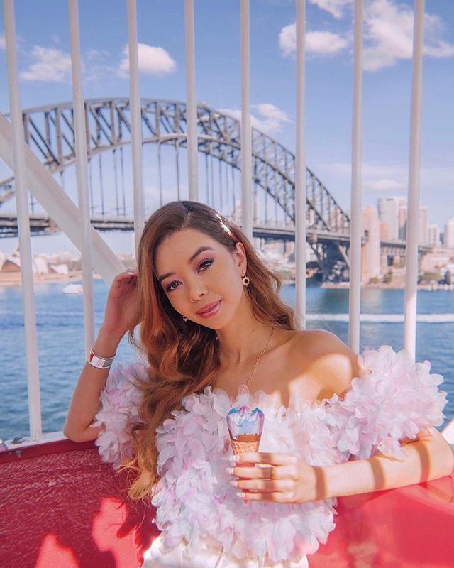 Choáng với nữ blogger kiếm 18 tỷ một năm chỉ nhờ đi du lịch khắp thế giới, đăng một bức ảnh nhận 240 triệu  - Ảnh 1.