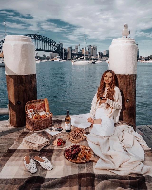 Choáng với nữ blogger kiếm 18 tỷ một năm chỉ nhờ đi du lịch khắp thế giới, đăng một bức ảnh nhận 240 triệu  - Ảnh 24.