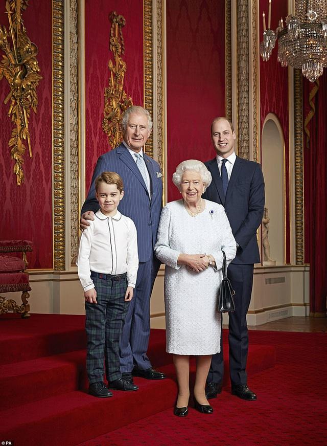 Vợ chồng Meghan Markle dính nghi án sắp bị loại khỏi gia đình Hoàng gia Anh bởi một loạt chi tiết bất thường  - Ảnh 1.