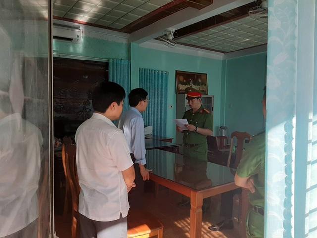 [Nóng] Lần đầu tiên ở Gia Lai: Bắt chủ tịch UBND huyện lợi dụng xây nghĩa trang tham ô tài sản - Ảnh 1.