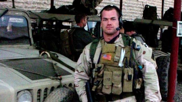 Cựu đặc nhiệm SEAL mách bạn cách bật dậy khỏi giường ngay lập tức lúc 4:30 mỗi sáng ngay cả khi bạn không muốn: Hãy tự đặt ra kỷ luật cho chính mình! - Ảnh 2.