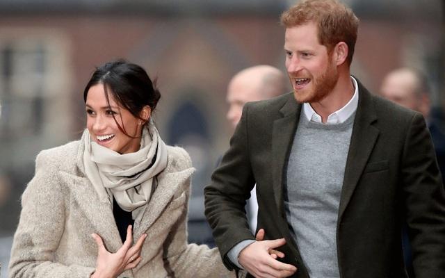 Dân Anh giận dữ khi biết lý do thực sự khiến vợ chồng Meghan Markle đột ngột từ bỏ vai trò hoàng gia để sang Bắc Mỹ: Hóa ra là vì tiền? - Ảnh 2.