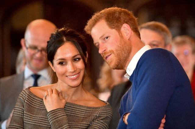Dân Anh giận dữ khi biết lý do thực sự khiến vợ chồng Meghan Markle đột ngột từ bỏ vai trò hoàng gia để sang Bắc Mỹ: Hóa ra là vì tiền? - Ảnh 1.