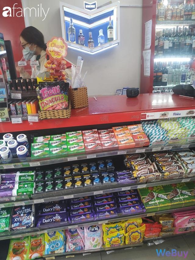 Sài Gòn chống Corona: Siêu thị, hiệu thuốc cháy hàng, khách muốn mua phải chờ sang tuần sau - Ảnh 1.