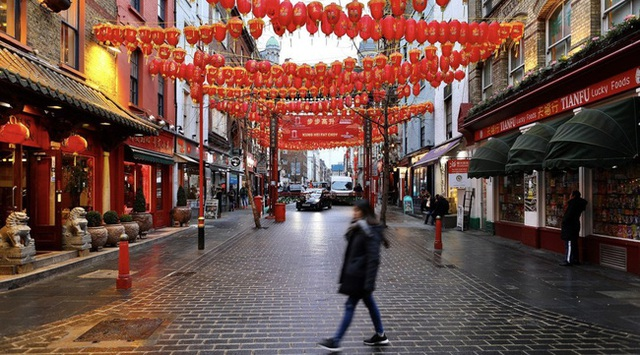 Đâu chỉ có Trung Quốc, cộng đồng người Hoa ở Anh cũng chật vật trước dịch viêm phổi Vũ Hán bùng phát: Đường phố vắng hoe và bị xa lánh - Ảnh 11.