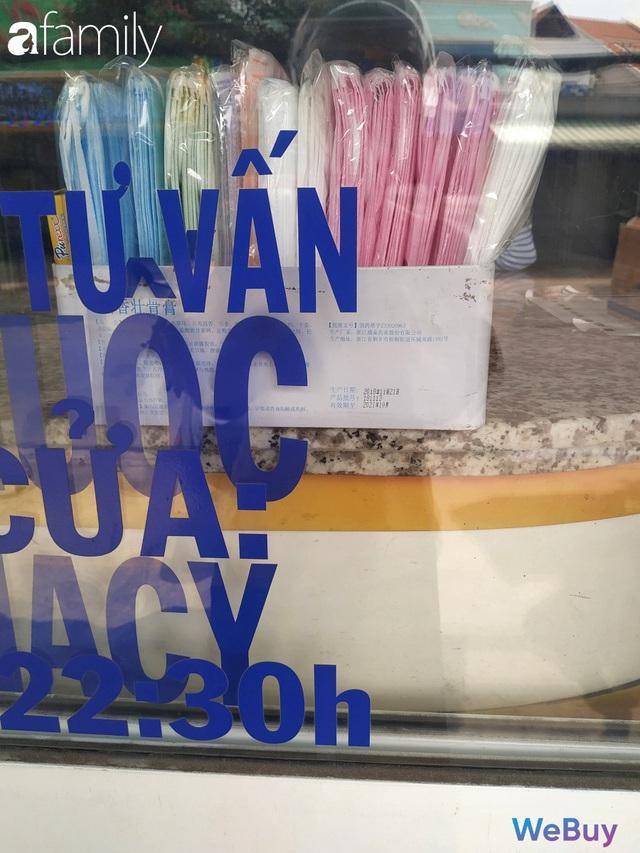 Sài Gòn chống Corona: Siêu thị, hiệu thuốc cháy hàng, khách muốn mua phải chờ sang tuần sau - Ảnh 13.