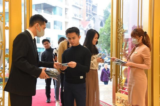Ngày Thần tài thời corona, doanh nghiệp chuẩn bị sẵn khẩu trang 3D tặng khách khi đến mua vàng - Ảnh 3.