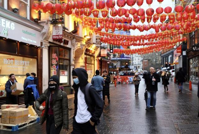 Đâu chỉ có Trung Quốc, cộng đồng người Hoa ở Anh cũng chật vật trước dịch viêm phổi Vũ Hán bùng phát: Đường phố vắng hoe và bị xa lánh - Ảnh 3.