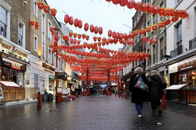 Đâu chỉ có Trung Quốc, cộng đồng người Hoa ở Anh cũng chật vật trước dịch viêm phổi Vũ Hán bùng phát: Đường phố vắng hoe và bị xa lánh - Ảnh 4.
