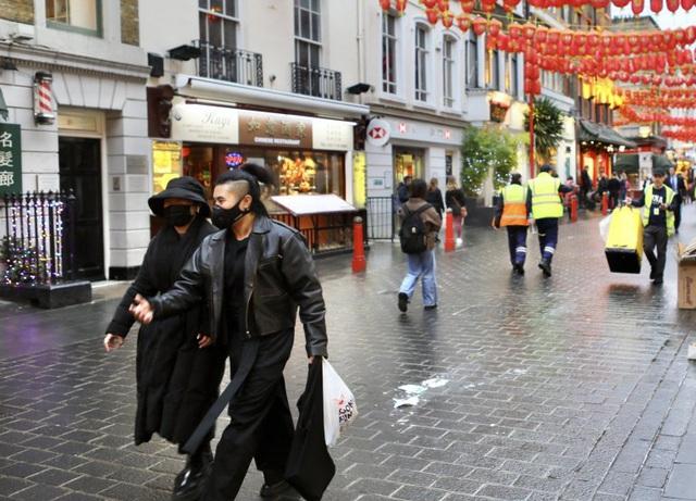 Đâu chỉ có Trung Quốc, cộng đồng người Hoa ở Anh cũng chật vật trước dịch viêm phổi Vũ Hán bùng phát: Đường phố vắng hoe và bị xa lánh - Ảnh 5.